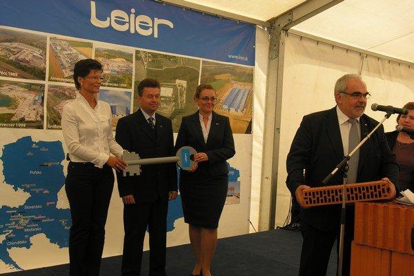 Leier. Tehelňa v Petrovanoch funguje od roku 2009.