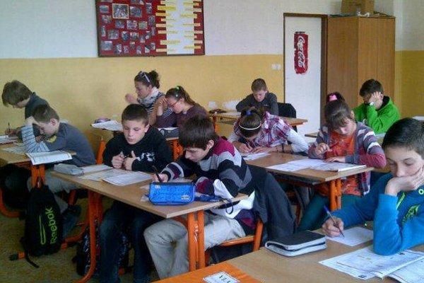 ZŠ v Terni. Žiakov stále pribúda, budú sa musieť učiť dopoludnia aj popoludní.