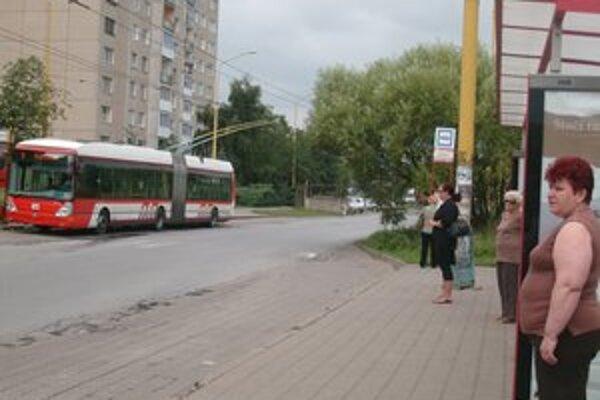Sibírska ulica. Obyvatelia už niekoľko rokov žiadajú o vybudovanie obratiska, možno sa dočkajú.
