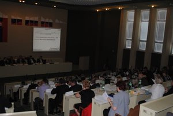 Zastupiteľstvo PSK. Poslanci rokovali o školstve.