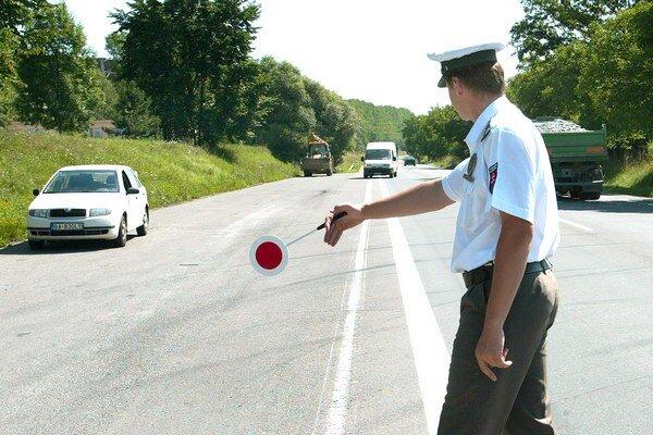 Policajti si posvietili na vodičov.