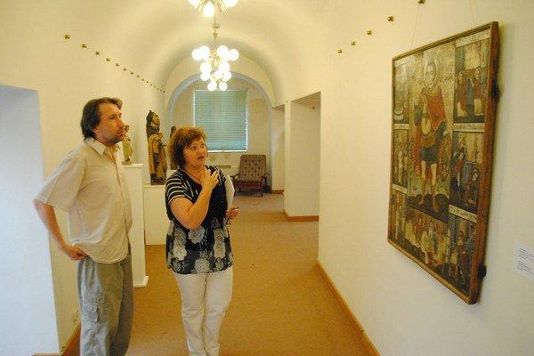 V galérii. Kurátori M. Rešovská a J. Ridila.