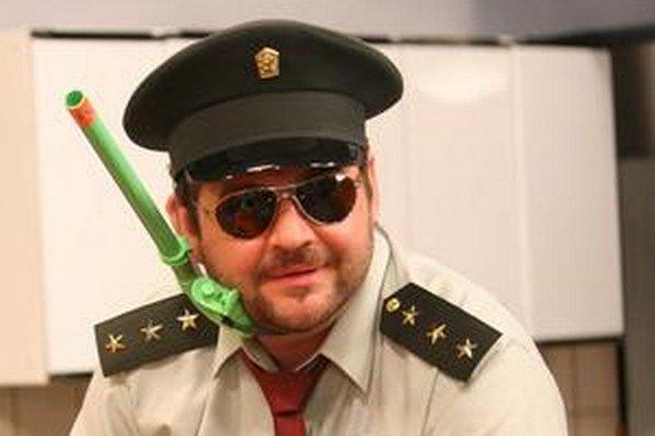 Mišo Hudák ako nadporučík Miki Hric.