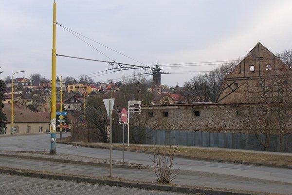 Solivar. Obytná zóna je mimo poddolovaného územia, ale zasahuje  do časti  Kukučínovej  ulice.