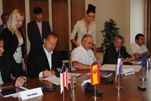 Mesto podpísalo pred mesiacom so španielskym investorom memorandum, schválený predaj pozemkov je ďalším krokom.