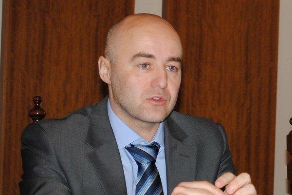 Branko Benko bol prednostom na mestskom úrade v Prešove, dnes je generálnym manažérom Tatrana Prešov.