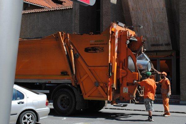 Vývoz odpadu. Do rozpočtu dostali menej ako vlani, chýbajú im peniaze pre dodávateľov služieb.