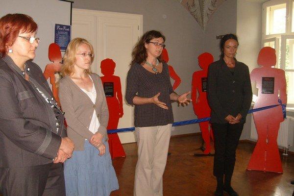 Aktivistky ZZŽ MyMamy. Hovoria o osudoch utýraných žien, ktoré zomreli.