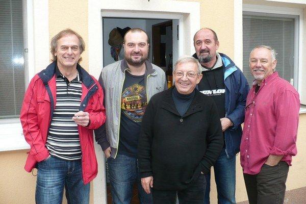 S Ivanom. Členovia Tásler Pufo bandu.