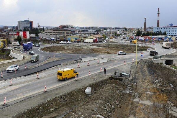 Križovatka pri ZVL je významným zásahom do dopravy v Prešove.