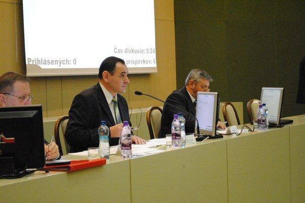 Župan P. Chudík a terajší hlavný kontrolór J. Majda (vpravo).