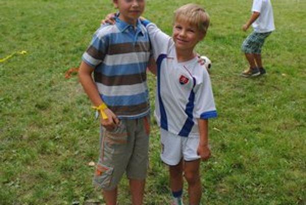 8-ročný Šimon a 6-ročný Ferko. Najviac sa im páčilo strieľanie gólov do brány.