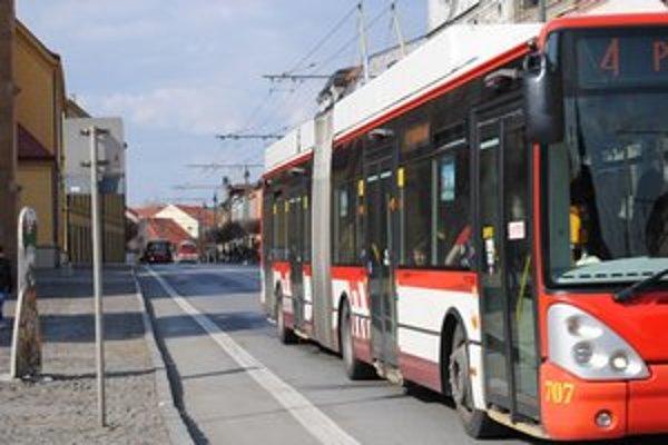 Staré trolejbusy stále slúžia na frekventovaných trasách, ale je nutné vymeniť ich.