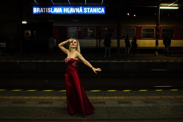 Sopranistka Linda Ballová v nedeľu zaspieva na bratislavskej Hlavnej stanici.