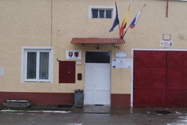Obecný úrad v Rokycanoch. Situácia medzi poslancami a starostom je napätá.