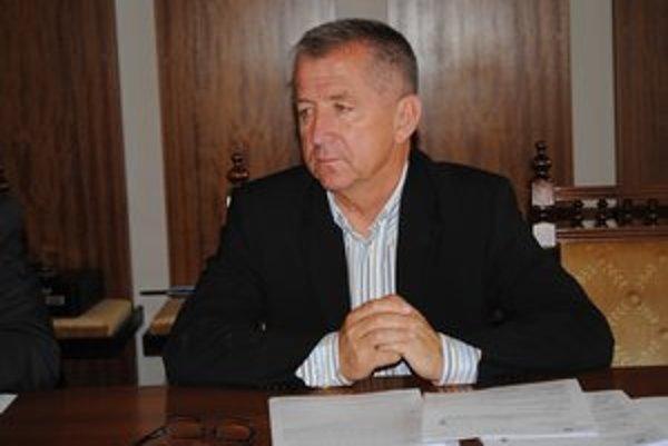 Mikuláš Komanický vysvetľuje, prečo dali peniaze futbalistom.