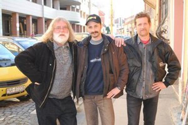 Trio cestovateľov doma. Zľava Vlado, Igor, Žojco.