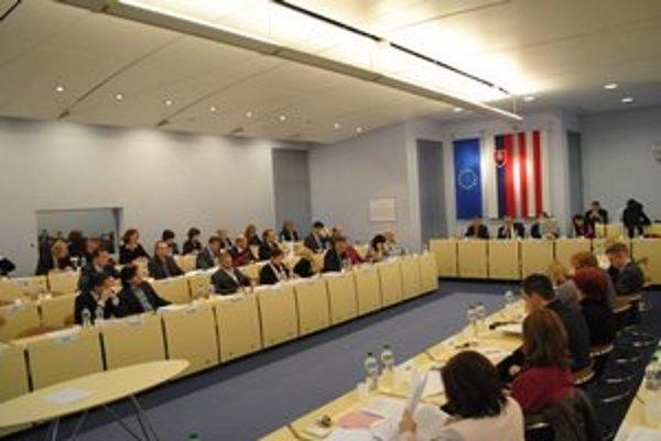 Prešovské zastupiteľstvo. Poslanci, ktorí sú členmi mestskej rady, sa dnes opäť zídu - témou bude rozpočet.