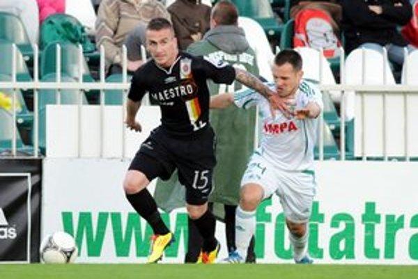 Ján  Papaj (vpravo). V záverečnom prípravnom zápase pred jarnou ouvertúrou absolvoval prvý polčas.