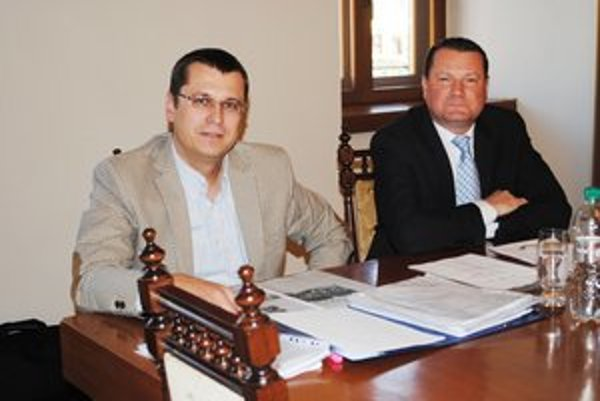 Vedenie TSmP. Jozef Višňovský aj  Peter Klein tvrdia, že postupovali podľa zákona o pohrebníctve.