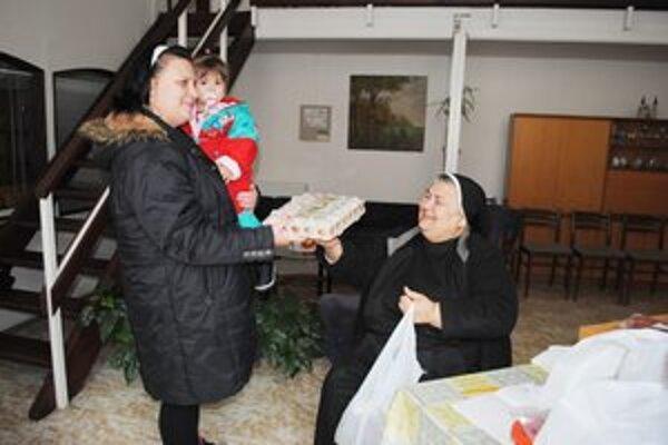 Marcela Handlovičová s dcérkou dostali veľkonočnú šunku i vajíčka.