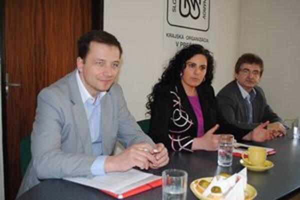 Nespokojní poslanci. Zľava Ernst, Pavlovičová, Andrejčák.