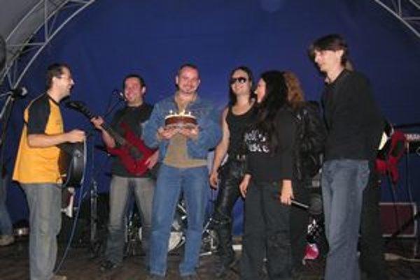 Oslavy Stopy. Na snímke mala kapela desiate výročie, teraz jej pribudlo päť sviečok.