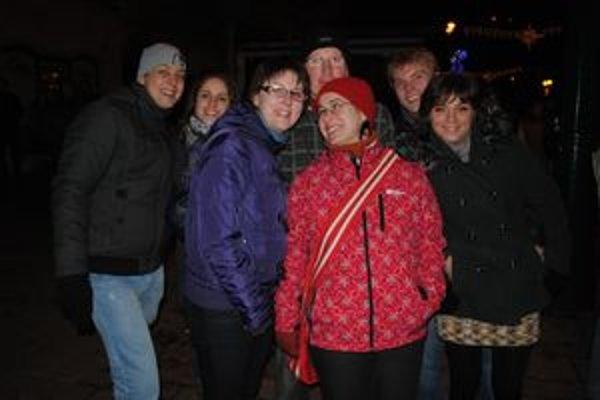 Dobrá partia. P. Kmeč (vľavo) vítal Nový rok spolu s blízkymi Prešovčanmi.