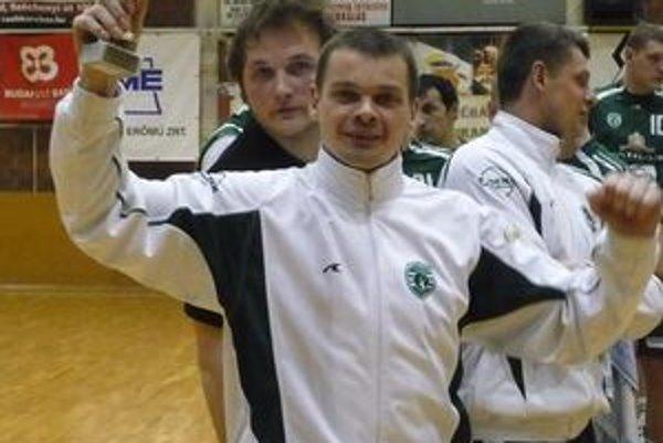 Radoslav Antl. Okrem ceny pre mužstvo prevzal kapitán Tatrana aj pohár pre najlepšieho hráča turnaja.