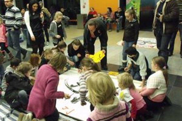 Výstava Sen detí. Obrazy sú sprístupnené do 31. marca v obchodom dome na Sekčove.