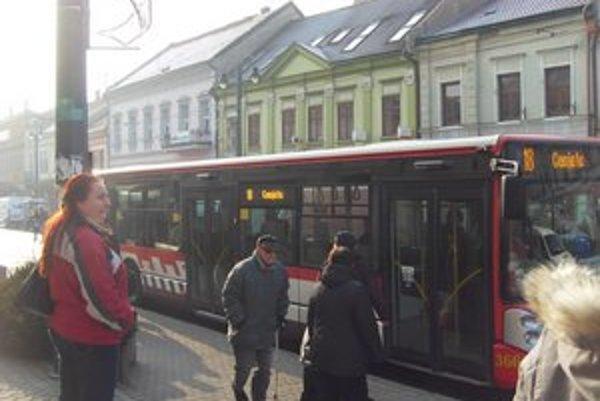 Doprava MHD. Linky využívajú aj ľudia z Veľkého Šariša a desiatich obcí