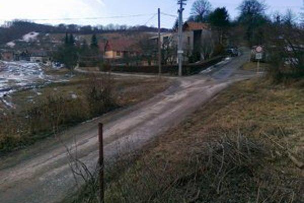 Terchovská ulica. V tejto časti sa uvažovalo s odkúpením pozemkov pre obratisko.