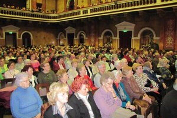 Podujatie k MDŽ. Seniorky si takéto akcie pochvaľujú.