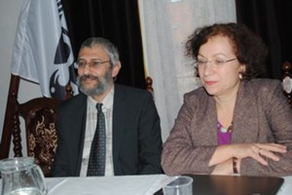 Odborníci z IVO. Grigorij Mesežnikov a Oľga Gyárfášová.