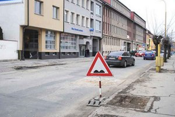 Rozkopaná Slovenská ulica. Dokopy ju dajú 23. marca.
