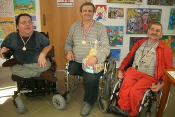 Víťazi šachového turnaja: Ján Magáč, Štefan Kristián a Boris Klohna.