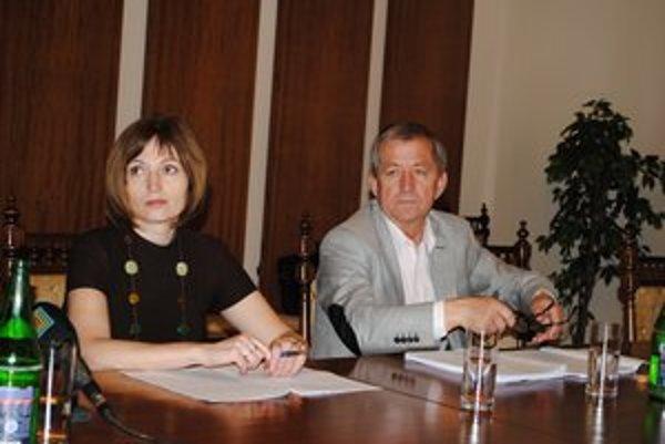 Po rokovaní. Poslanci Komanický a Turčanová majú k záverečnému účtu výhrady.