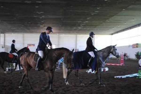 Parkúrové jazdecké halové preteky. Ich cieľom je zachovať tradíciu jazdenia na koni v Prešove.