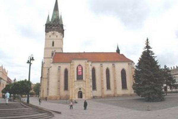 Konkatedrála sv. Mikuláša. V jej blízkosti sa bude nachádzať nová socha.