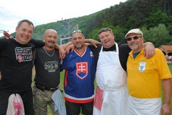Kuchári. Zľava Ľubo Stolár, Dušan Murár, Martin Aman (organizátor), Maroš Debreceni a Viliam Polák.