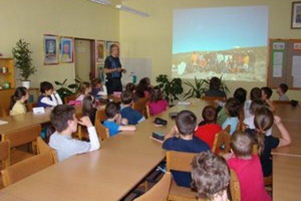 Prednáška o Kilimandžáre. Deti sa vzdelávali aj zabávali.