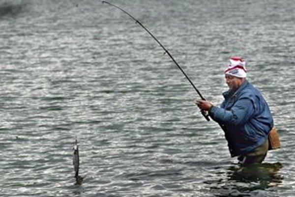 Po rokoch sa na Sigorde opäť dajú loviť ryby.
