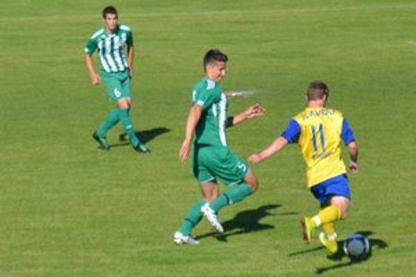 Juniori 1. FC Tatran Prešov nestačili v poslednom zápase sezóny na Slavoj Trebišov (v žlto-modrom).