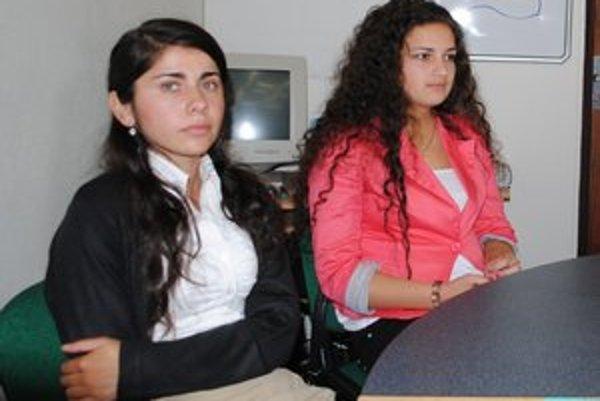 Žiačky pedagogickej a sociálnej akadémie. Veronika (vľavo) patrí medzi najlepšie žiačky školy.