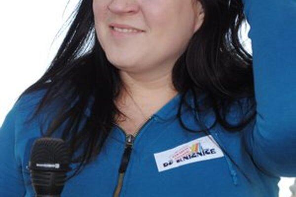 Katarína Koščová. Má letný singel.