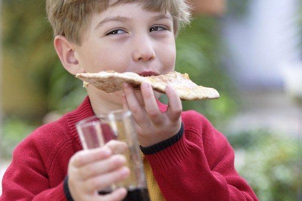 Mnohí rodičia pravidelne doprajú deťom nápoje s kofeínom. Ohrozujú tak vývin ich mozgu.