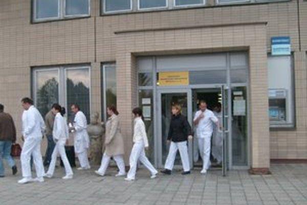 Lekári bojovali za vyššie platy, teraz chcú zastaviť korupciu.