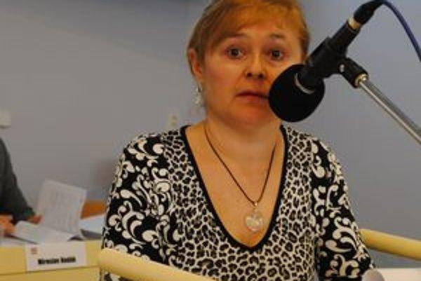 Helena Miklošová žiada poslancov, aby výstavbu kontajnerov neschválili.