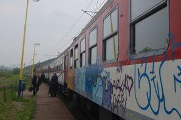 Zrušenie vlakov sa dotklo aj cestujúcich na trase Plaveč – Lipany.