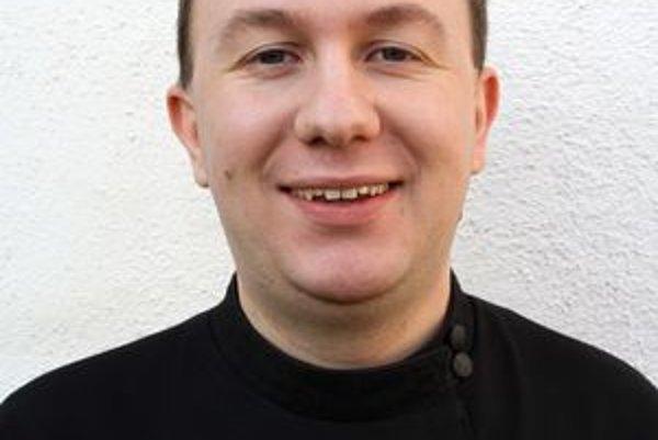 Novokňaz Peter Kačur. Cíti, že ho Boh povoláva.
